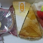 洋菓子の店 ルピナス - 料理写真:左から チョコタルト・200円/焼きチーズ・300円/ポテトリンゴ・300円/シェリアンイチゴ・400円