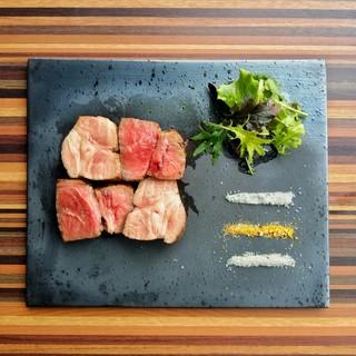 ご予約限定の絶品肉料理
