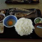 ふしみ食堂 - あじのひもの定食+ご飯大盛り+生卵