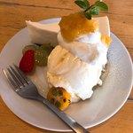 carre - デザートはアイスクリームとチーズケーキ。これで300円。結構( ・∀・) イイネ!