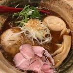 焼きあご塩らー麺たかはし - 味玉入り焼きあご塩らー麺 920円。