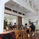 嵯峨野湯 - 店内。白タイルが見えます。