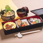 菓匠右門 - 町家御膳 1050円(芋おこわ・煮物・うなぎ・けんちん汁・香の物)