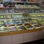 城崎屋 - 店内には和菓子がいっぱい