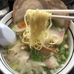 あじさい - 麺は細麺