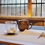 83612311 - セッティングと紅茶