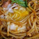 あさひ - スパゲティ イタリアン。卵の黄身、攪拌状況