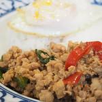 タイランド - 鶏肉バジル炒め