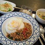 タイランド - 鶏肉バジル炒めセット