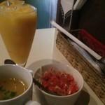 83613798 - サラダ・スープに+150円でマンゴーラッシー