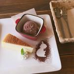 83616240 - デザートプレート(チーズスフレ+チョコアイス)
