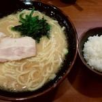 横浜家系ラーメン 本町商店 - 豚骨醤油ラーメン(大)とミニライス