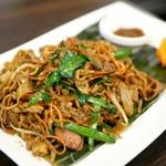 83619862 - シンガポール焼きそば    2種類の麺を使用した焼きそば。