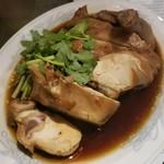 83620515 - 半身鶏、香辛料煮込み