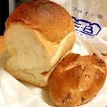 フロイン堂 - 食パンとクルミパン