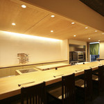 四季料理 悠 - 銀杏一枚板のカウンター