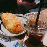 R Baker - パリパリチーズ 180円 & アイスコーヒー Sサイズ 150円