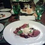83622482 - 鴨胸肉のローストとフォアグラ風味の野菜の煮込み ブリ・ド・モーを加えたマッシュポテト ソースボルドレーズ