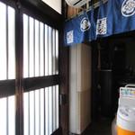 上村うなぎ屋 - 玄関内側