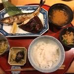 83639287 - 大羽いわしと黒むつ柚香り焼き(1,295円)                       メインの焼き魚に小鉢2種、ご飯、味噌汁、お漬物。                       そして山盛りの大根おろしが別盛りで出されました。