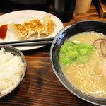 福芳亭 - ラーメン・餃子・白飯のセット500円。同じ値段で、ラ+ミニめんたいご飯やラ+チャーシュー丼もあり。