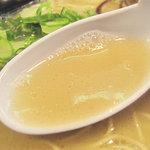 福芳亭 - やや塩分強めのような気もしますが、アッサリ系豚骨ラーメンの中では、若いヒトに受けそうな味ですね。