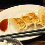 福芳亭 - 大きい(博多一口餃子風ではない)餃子が4個。