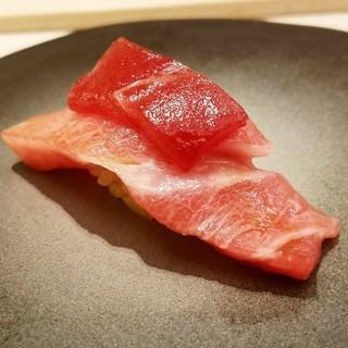 匠の技と博多の光が織りなす鮨の数々を五感でお愉しみ下さい。