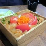 焼き鳥・水炊き たから - たからの箱サラダ¥680