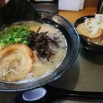 裏きせき - 料理写真:白豚骨ラーメンです☆ 2018-0403訪問