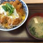 とんかつ 扇亭 - 料理写真:カツ丼(幸) みそ汁