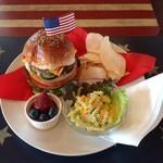 カフェ 彩の森 - ルーシーズバーガー 1000円 おおぶりなハンバーガー
