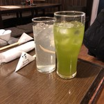 83654860 - レモンサワーと緑茶ハイ。
