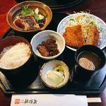 祢保希 - メンチかつ定食 @1,150円 名物の鰹たたきは3貫。鰹たたき以外もどれをとってもおいしい…!