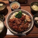 なごみ食堂 - 日替り(鶏唐揚げの黒酢あんかけ、春巻)