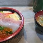 瓢寿司  - ちらし寿司と味噌汁