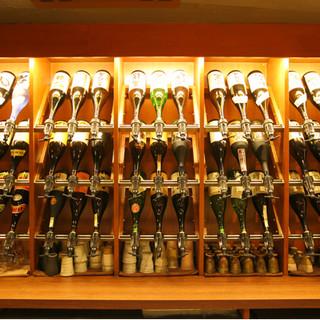日本各地の銘酒が集う。本格焼酎、日本酒、果実酒を堪能。