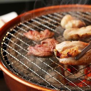 国産鶏を七輪で焼く