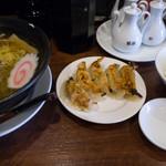 玄武 - 料理写真: 白虎セット(醤油麺・ライス・焼餃子):800円/2018年4月