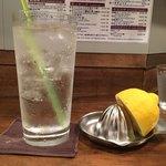 創作麺工房 鳴龍 - 「レモンサワー」400円