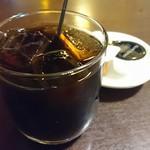 西安刀削麺酒楼 - 炒飯セットのアイスコーヒー