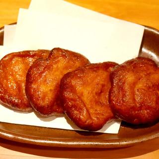 芋焼酎と相性バツグン。鹿児島で食べる薩摩揚げは甘いのです!