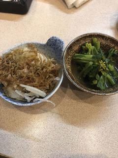 歓酒亭 大安 - オニオンスライス 220円  菜の花辛子和え 220円