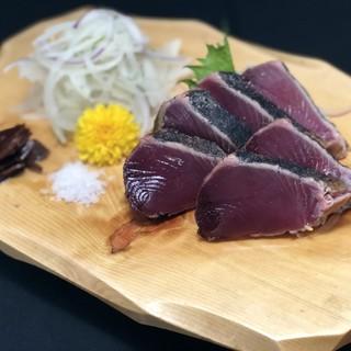 極上のお肉や新鮮な鮮魚を当店自慢の藁焼きで!