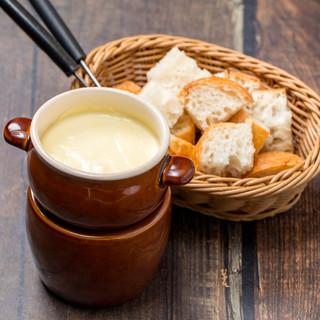 ワインとチーズフォンデュ・オマール海老・肉料理がオススメ