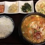 83671865 - 日替りランチ(海鮮スン豆腐チゲ) ¥700