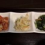 83671870 - 日替りランチ(海鮮スン豆腐チゲ) ¥700 に付くおかず