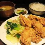 釘本食堂 - 若鶏のからあげ定食 800円。
