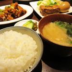 釘本食堂 - 白ご飯とお味噌汁もとっても美味しいのがポイント高いです。