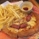 ウイング - 宴会の大皿料理(ピザ、フライドポテト)